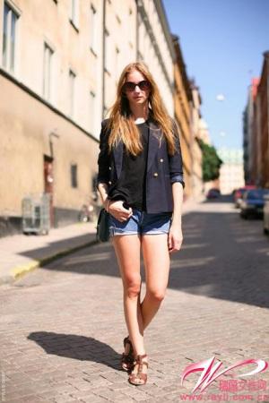 7月巴黎街头最高回头率美女 竖