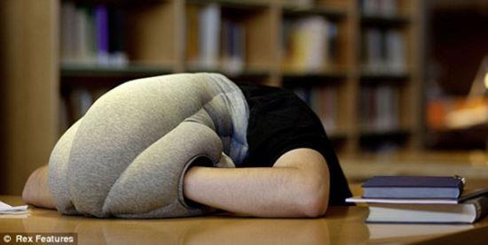 英国创意工作室发明神奇午睡枕图片