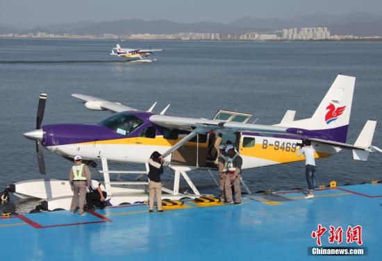 中国首架民用水上飞机三亚载客启航 可赴西沙旅游