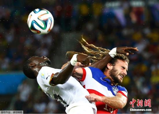 6月16日,巴西世界杯小组赛,美国对阵加纳,两队球员拼抢中。