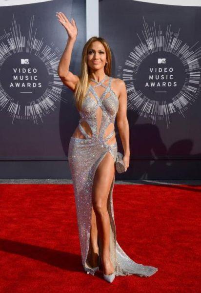据英国《每日邮报》当地时间2014年8月24日报道,美国洛杉矶,2014MTV音乐大奖颁奖礼举行,众女星红毯争艳,图为詹妮弗洛佩兹。(网页截图)