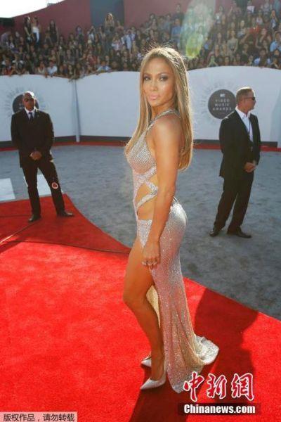 当地时间2014年8月24日,美国洛杉矶,2014MTV音乐大奖颁奖礼举行,众女星红毯争艳。图片詹妮弗洛佩兹。