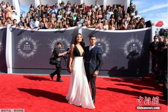 当地时间2014年8月24日,美国洛杉矶,2014MTV音乐大奖颁奖礼举行,众女星红毯争艳。图为奥莉维亚·库尔普。
