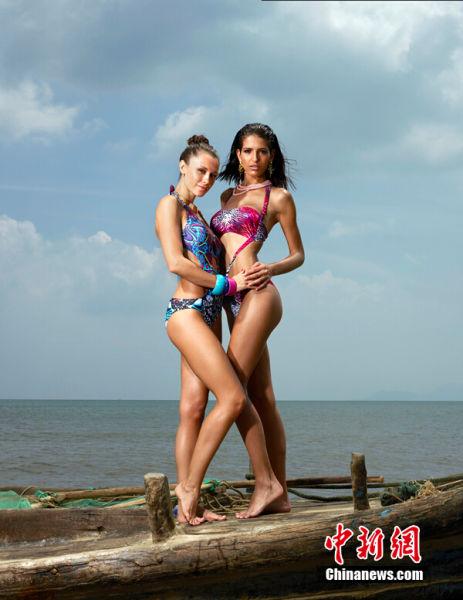 """2014OMC世界比基尼模特大赛全球总决赛""将在黄岛举行,户外水景平台激情开场,来自46个国家的48位超模已经进入了最后的备战阶段。决赛前期,48名参赛佳丽在日光下尺度大解放,拍摄了绝美的比基尼时尚大片。 钱晋 摄"