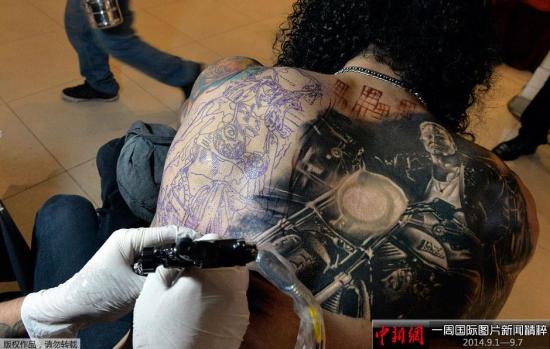 9月5日,为期三天的纹身大会在秘鲁首都利马举行,各地纹身师与纹身爱好者齐聚一堂,向当地民众展现另类艺术。