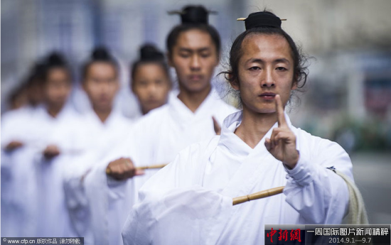 9月6日,俄罗斯莫斯科,第七届国际军乐节举行,中国武当山武术团参与了表演。