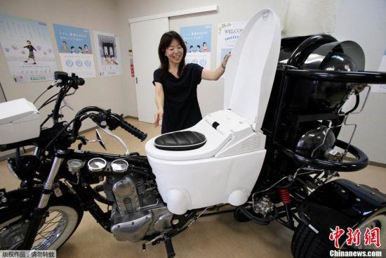 """这款""""马桶""""摩托车采用环保三轮和马桶形状的座位"""