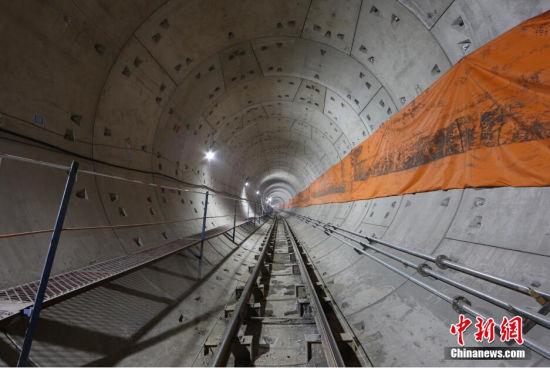 2015年1月1日凌晨,天津地铁6号线施工隧道。 张道正 摄