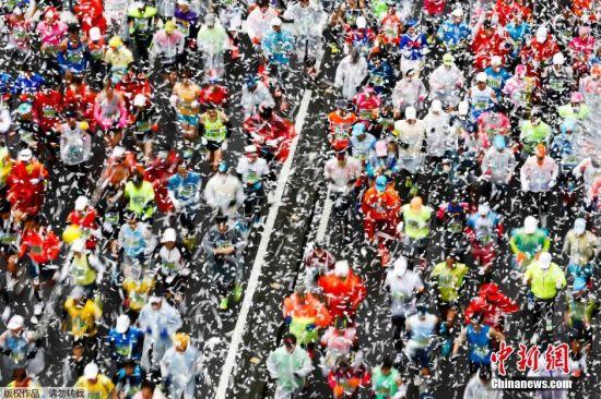 2月22日,日本东京,2015东京国际马拉松,ACG文化氛围浓,各路奇葩云集。