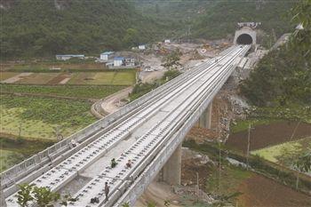 开发区幺铺镇境内,大山之中的河上堡隧道出口的