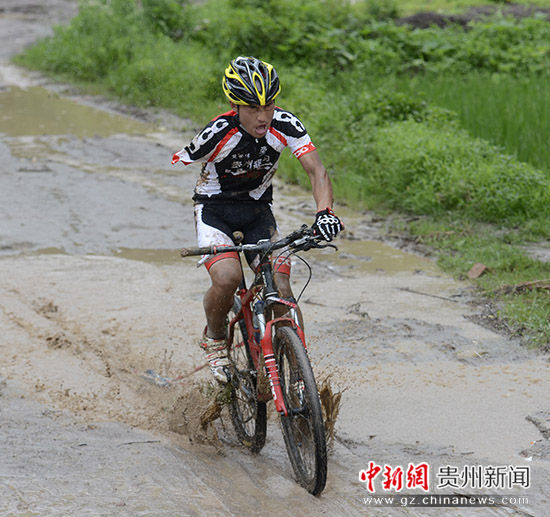 平塘山地自行车大赛 多省近200名运动员参赛
