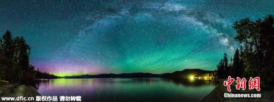 6月23日报道(具体拍摄日期不详),在这些令人惊艳的照片中,星光闪耀、色彩斑斓的夜空就好像是一个彩色万花筒。从华盛顿州到爱达荷州再到从亚利桑那州,46岁的天体摄影师Craig Goodwin走遍全美各地只为捕捉美得令人晕眩的夜空。 图片来源:东方IC 版权作品 请勿转载