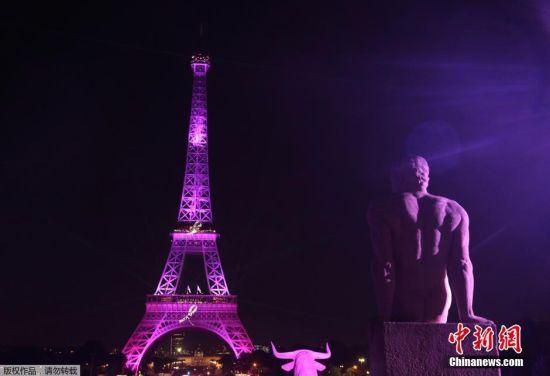 当地时间9月28日,法国巴黎,艾菲尔铁塔亮起粉色灯光,倡导对抗乳腺癌。