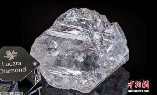 """Lucara公司首席执行官威廉・兰姆(William Lamb)表示,这颗钻石具有""""历史意义"""",可能影响其价值,该钻石比近期售出的大钻石都要大一倍。"""