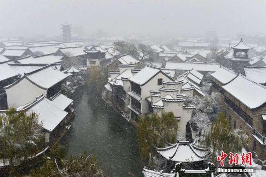 降雪为古城台儿庄又增添几分秀丽。 高启民 摄