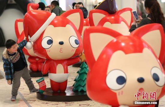 11月26日,二十多个国内当红原创动漫形象阿狸亮相南京,各种生动的表情、艳丽的色彩,给寒冷的季节增添了暖意。 中新社记者 泱波 摄