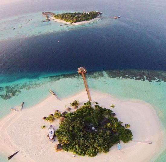 近期,一个航拍照片分享活动在网上流行。英媒12月7日刊登了这项活动中最精彩的作品,展示了网友们拍摄的全球各地最壮观景象。图为网友航拍马尔代夫Lonubo岛美景。 图片来源:国际在线