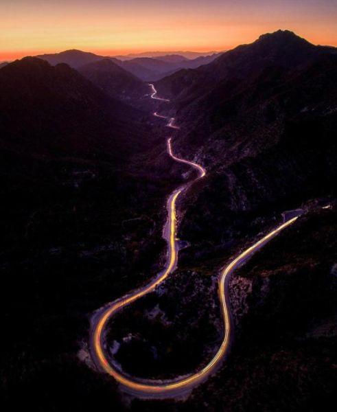 近期,一个航拍照片分享活动在网上流行。英媒12月7日刊登了这项活动中最精彩的作品,展示了网友们拍摄的全球各地最壮观景象。图为美国加州圣加布里埃尔山笼罩在夕阳之中。 图片来源:国际在线