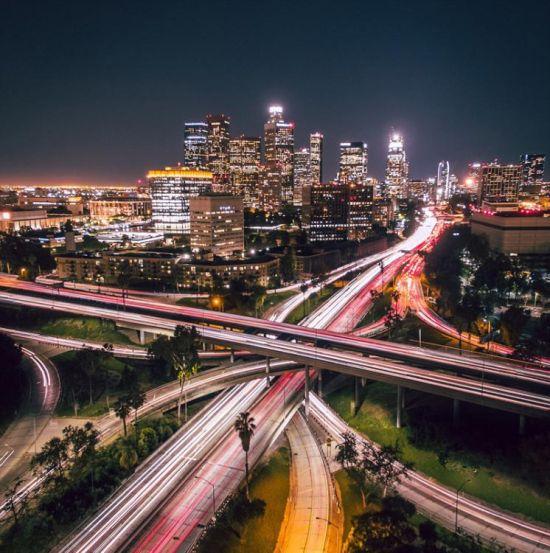 近期,一个航拍照片分享活动在网上流行。英媒12月7日刊登了这项活动中最精彩的作品,展示了网友们拍摄的全球各地最壮观景象。图为网友从空中拍摄的洛杉矶城市全景。 图片来源:国际在线