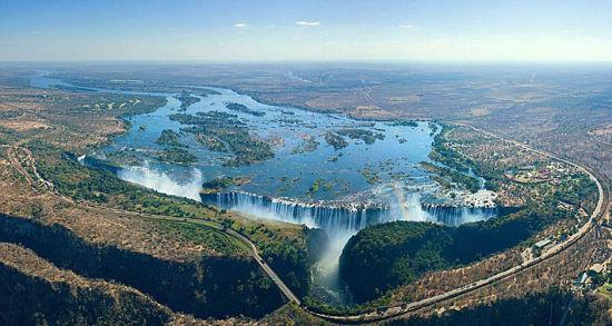 位于赞比亚与津巴布韦边境的维多利亚大瀑布。 图片来源:环球网