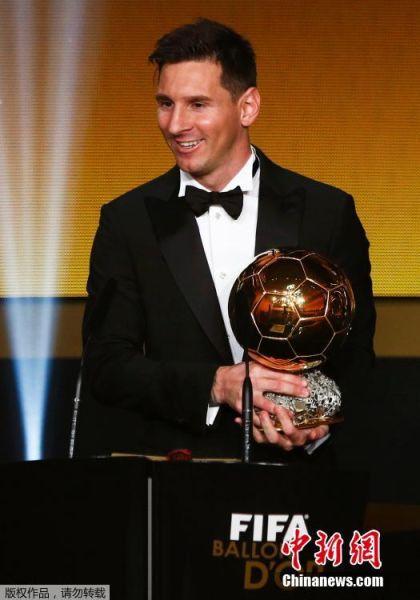图为梅西在颁奖现场。