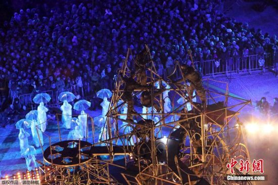 """当地时间1月17日,波兰弗罗茨瓦夫,民众庆祝弗罗茨瓦夫当选2016欧洲文化之都。""""欧洲文化之都""""是欧盟授予经过激烈竞争而被挑选的欧洲城市的一个荣誉称号,前身是欧洲文化城市。这一活动自1985年开始以来,每年都有一或两座城市荣获这个称号。"""