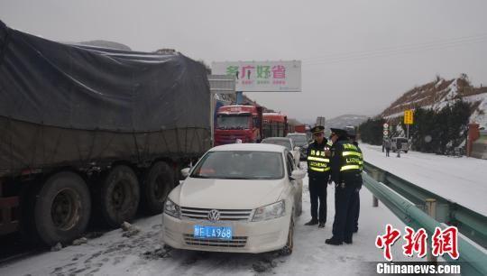 图为沪昆高速贵州境内滞留情况。贵州省水城高速公路管理处供图