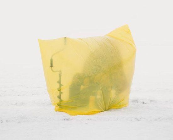据国际在线转美国有线电视新闻网(CNN)2016年2月29日报道,哈萨克斯坦首都阿斯塔纳是世界上第二冷的城市,在这座城市冰冻的伊希姆河(Ishim)上,一些渔民正在全神贯注地垂钓。图片来源:国际在线