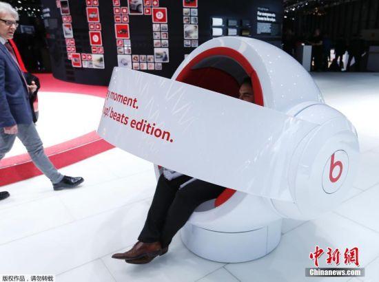 车展现场,耳机品牌beats也配合新发布的汽车,带来音响体验座椅。