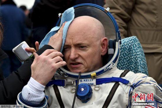 此次返回地球的除了斯科特・凯利,还有俄联邦航天局宇航员米哈伊尔・科尔尼延科与谢尔盖・沃尔科夫。