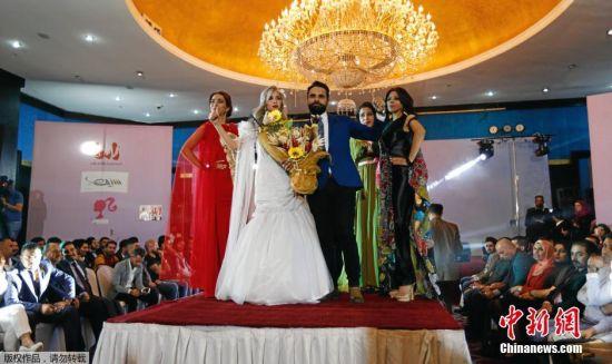 当地时间2016年3月3日,伊拉克巴格达,当地举行时装表演。