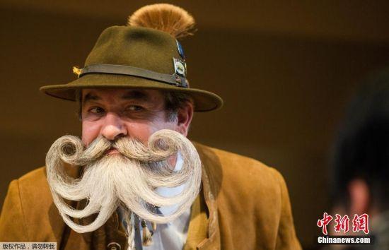 当地时间3月5日,世界胡须锦标赛在德国荀恩堡举行,选手们展示自己的胡须造型。