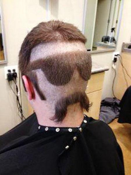 一名男性顾客的头上创意发型。 图片来源:环球网