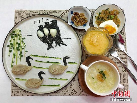 """王婧为女儿制作的爱心""""萌""""早餐。 受访者供图"""