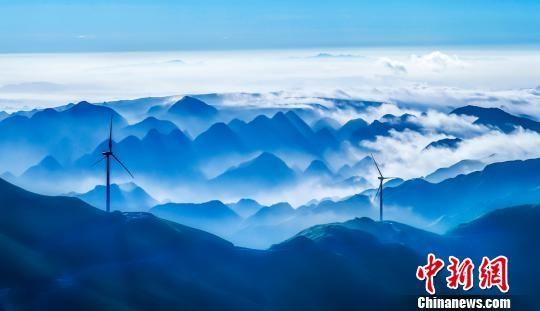 自然生态类入围作品《远山的呼唤》杨秀勇摄。