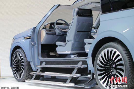 林肯领航者概念车的开门方式十分特别。