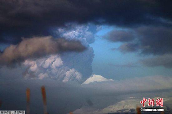 2016年3月28日消息,美国阿拉斯加阿留申群岛,巴甫洛夫火山喷发,火山