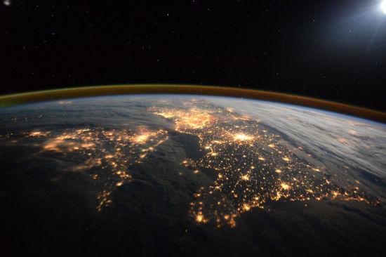 在国际空间站看到的英国和北欧夜晚景象。(图片来源:ESA/NASA)