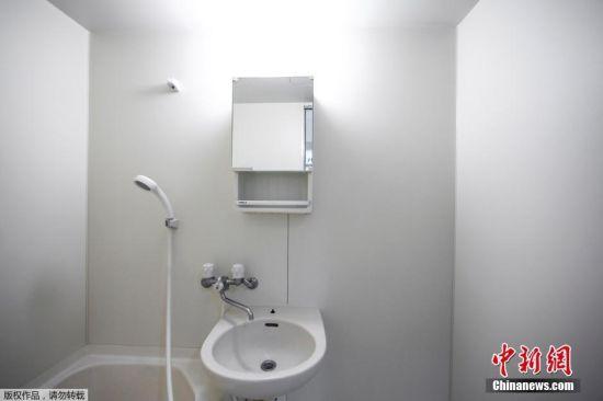 """极简主义者相信""""少即是多""""。佐佐木文雄家中的盥洗室。"""