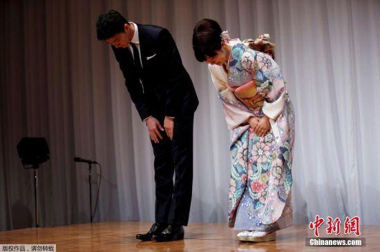 当地时间9月21日上午,在中国锻炼多年的日本乒乓球运动员福原爱在东京一家酒店召开记者会,福原爱和江宏杰一起出席了记者会,宣布两人结婚喜讯并秀出婚戒。2016年9月8日,日本媒体曝出福原爱与本月初已向东京都政府递交了结婚申请,将与中华台北球员江宏杰完婚,婚礼或将于12月在台北和东京两地举行。