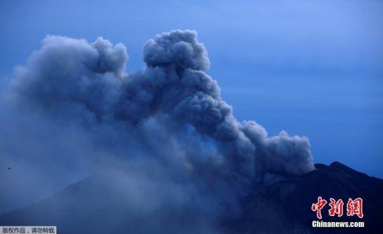 当地时间9月20日,哥斯达黎加首都圣何塞,火山灰笼罩在城市上空。19日开始,位于哥斯达黎加中部的图里亚尔瓦火山强烈喷发,火山灰铺天盖地。