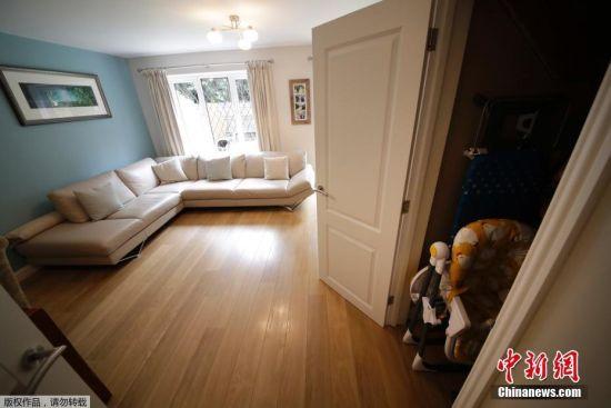 当地时间2016年9月20日,英国布拉克内尔,这栋拥有三间卧室的房屋曾在《哈利・波特》系列电影中作为主人公哈利・波特儿时寄居的恶毒姨母家的住所,如今正以47.5万英镑的价格挂牌出售。