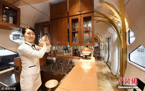 """当地时间2017年3月16日,日本东京,东日本铁路公司公布""""四季岛""""号豪华卧铺列车内景。图片来源:视觉中国"""