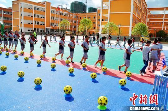 图为平塘县小学生大课间活动。平塘县外宣办 供图