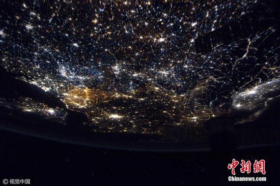 2017年3月20日消息,法国宇航员Thomas Pesquet在太空执行任务期间用相机记录了从太空俯瞰到的地球景观。Thomas从独特视角向人们展示了地球母亲的震撼美景。图片来源:视觉中国