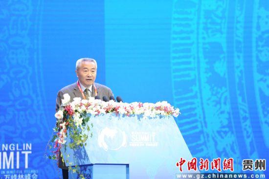 全国政协常委、副秘书长、九三学社中央常务副主席、中央社会主义学院副院长邵鸿讲话。