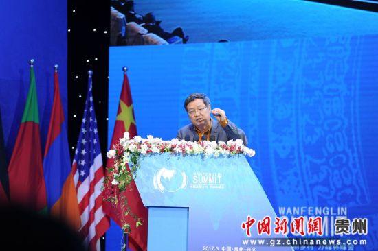 农业部农村经济体制与经营管理司司长张红宇作主旨演讲。
