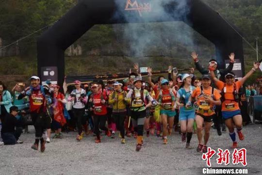 图为2017中国・毕节百里杜鹃MaXi-Race国际越野跑现场。 组委会供图