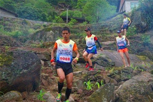 选手在比赛中。中国登山协会供图