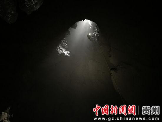 """图为遵义市绥阳县温泉镇募阳村""""落阳窝""""。曾学浩 摄"""
